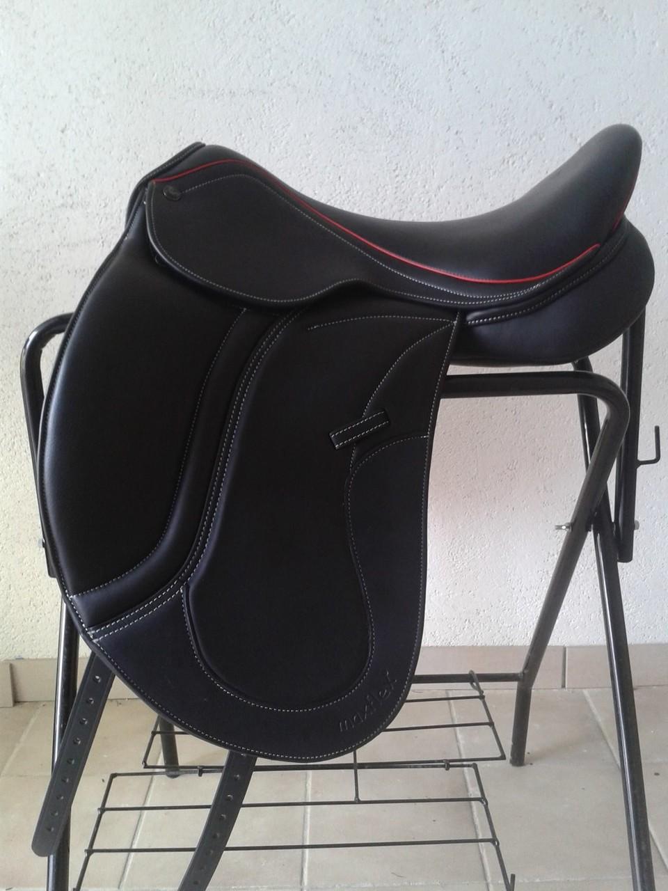 Bella Premium schwarz mit weißer Naht und rotem Keder