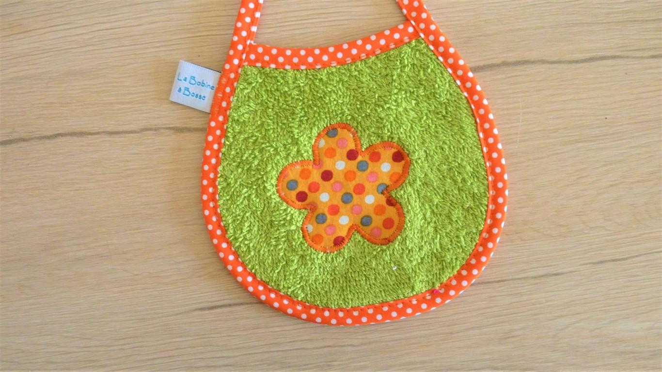 Bavoir Orange Fleur 2