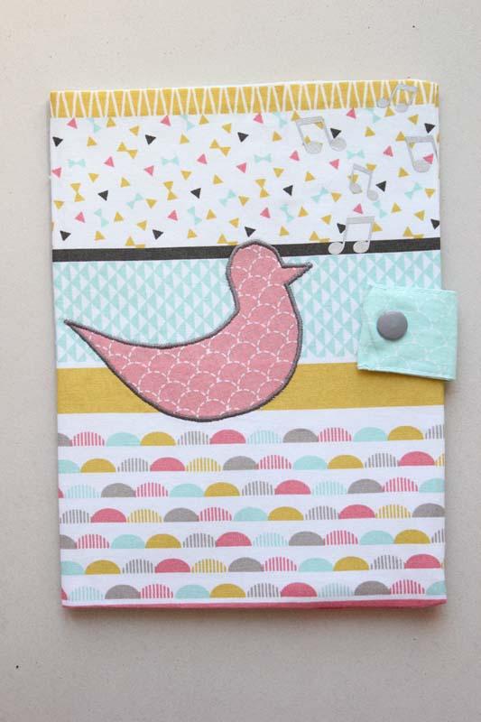 Housse de carnet de santé motif Oiseau + motifs floqués (Exemple)