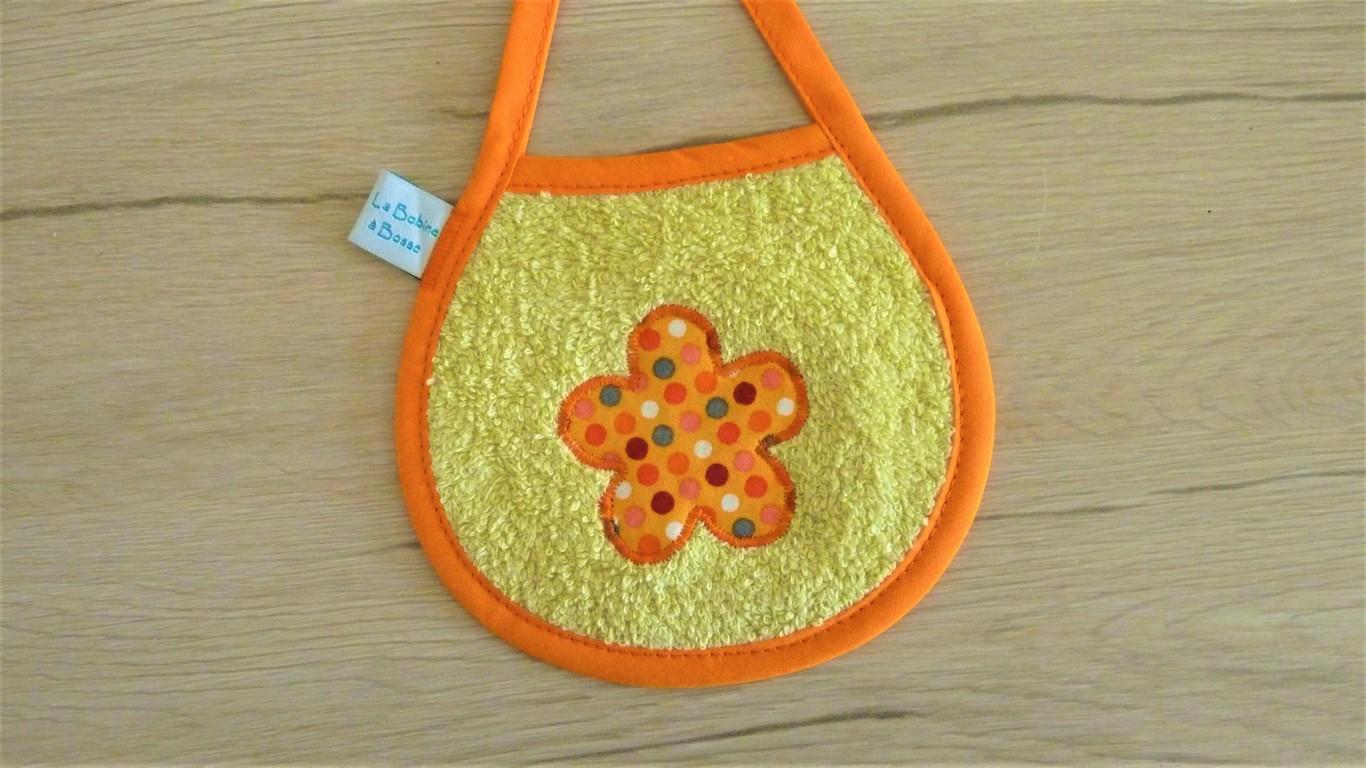 Bavoir Orange Fleur 1