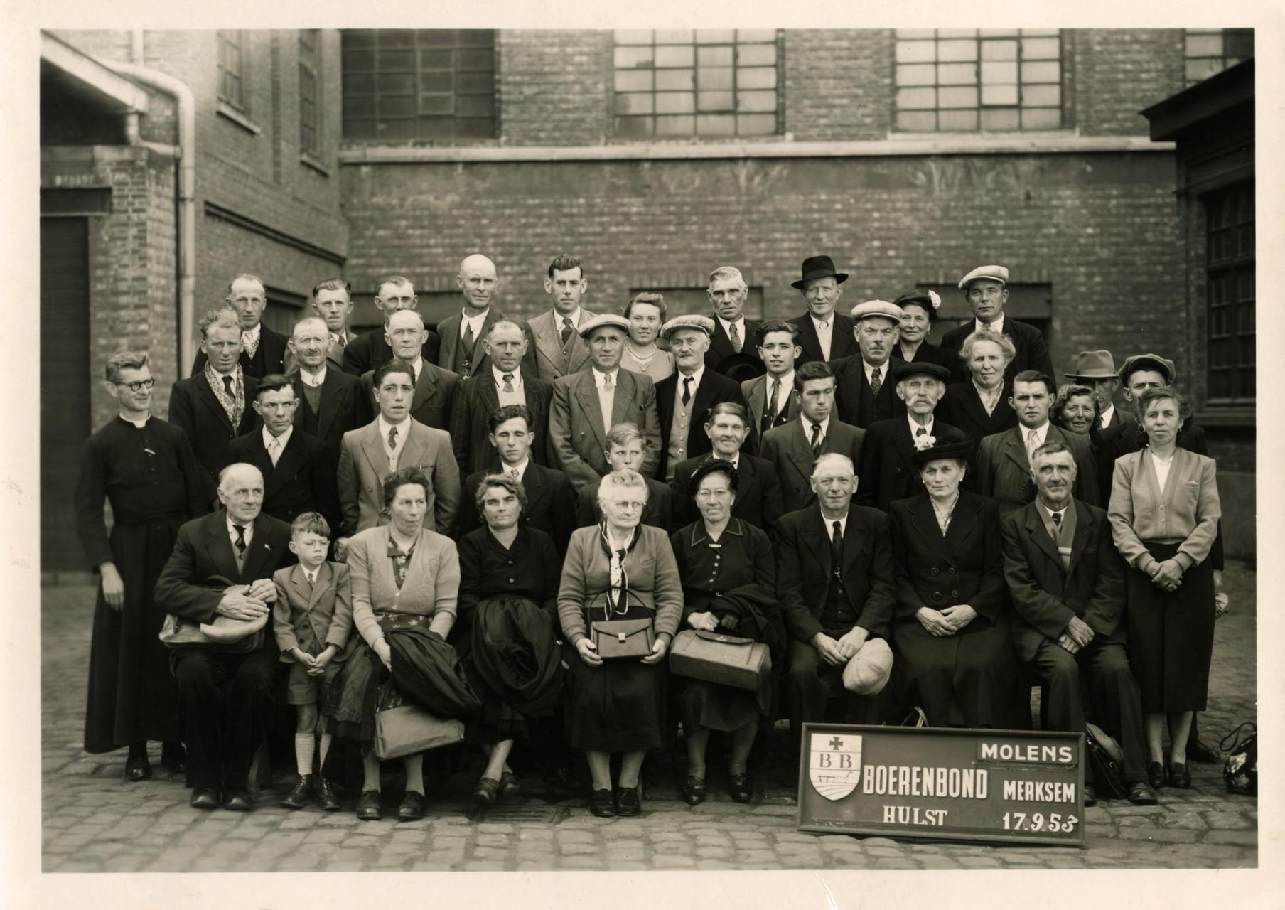 Groepsfoto boerenbond in Merksem 1953