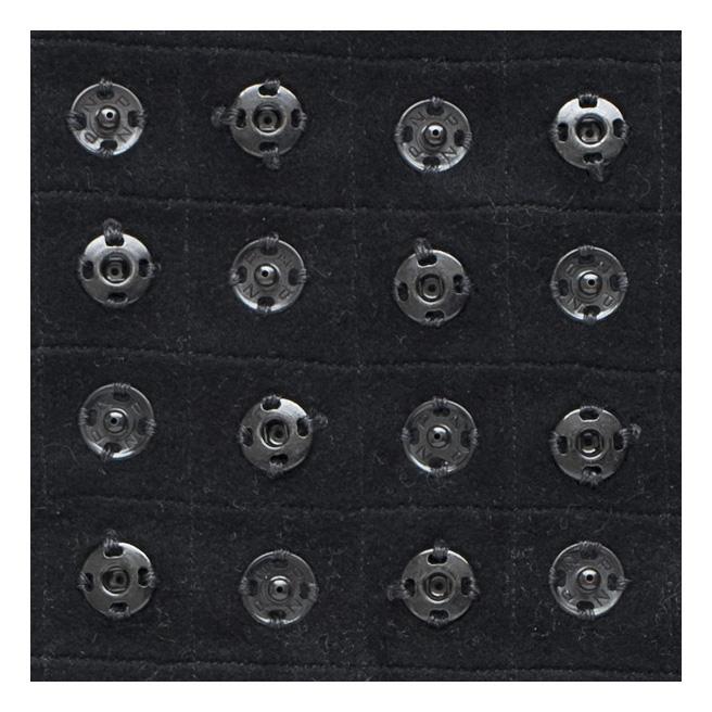Detail aus: 400 Druckknöpfe auf Wollstoff genäht, 50 x 50 cm, 2017