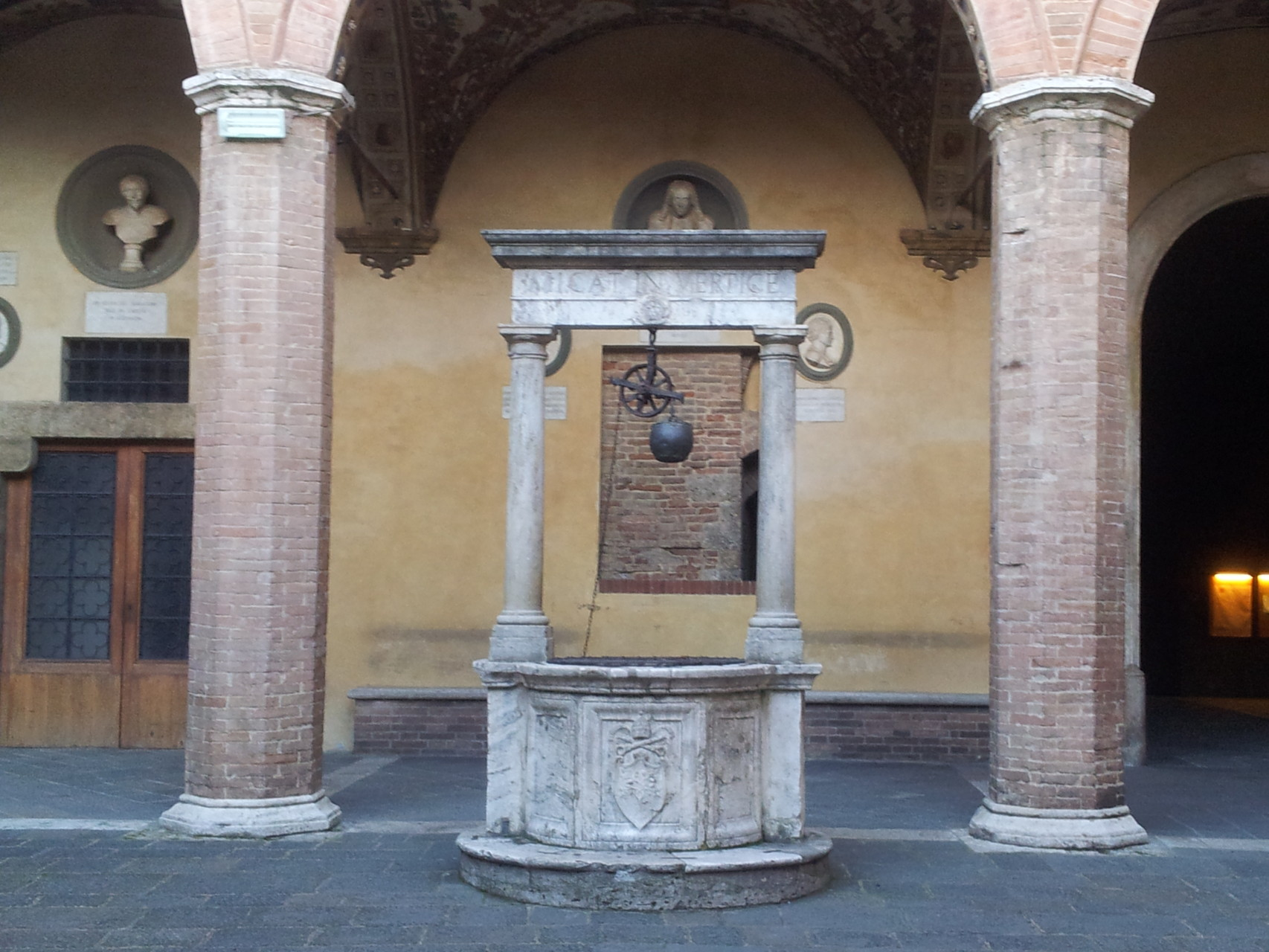In einem Hinterhof von Siena
