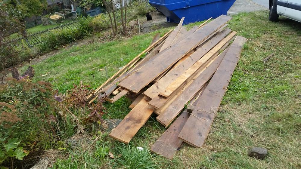 Das Holz für unsere neue Bar stammt von einem alten Estrichboden.