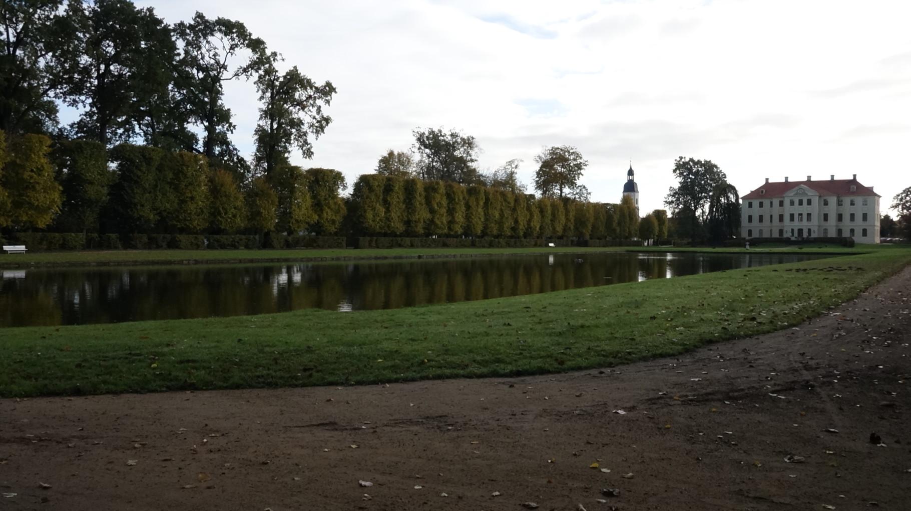 Der Park mit dem Spiegelsee