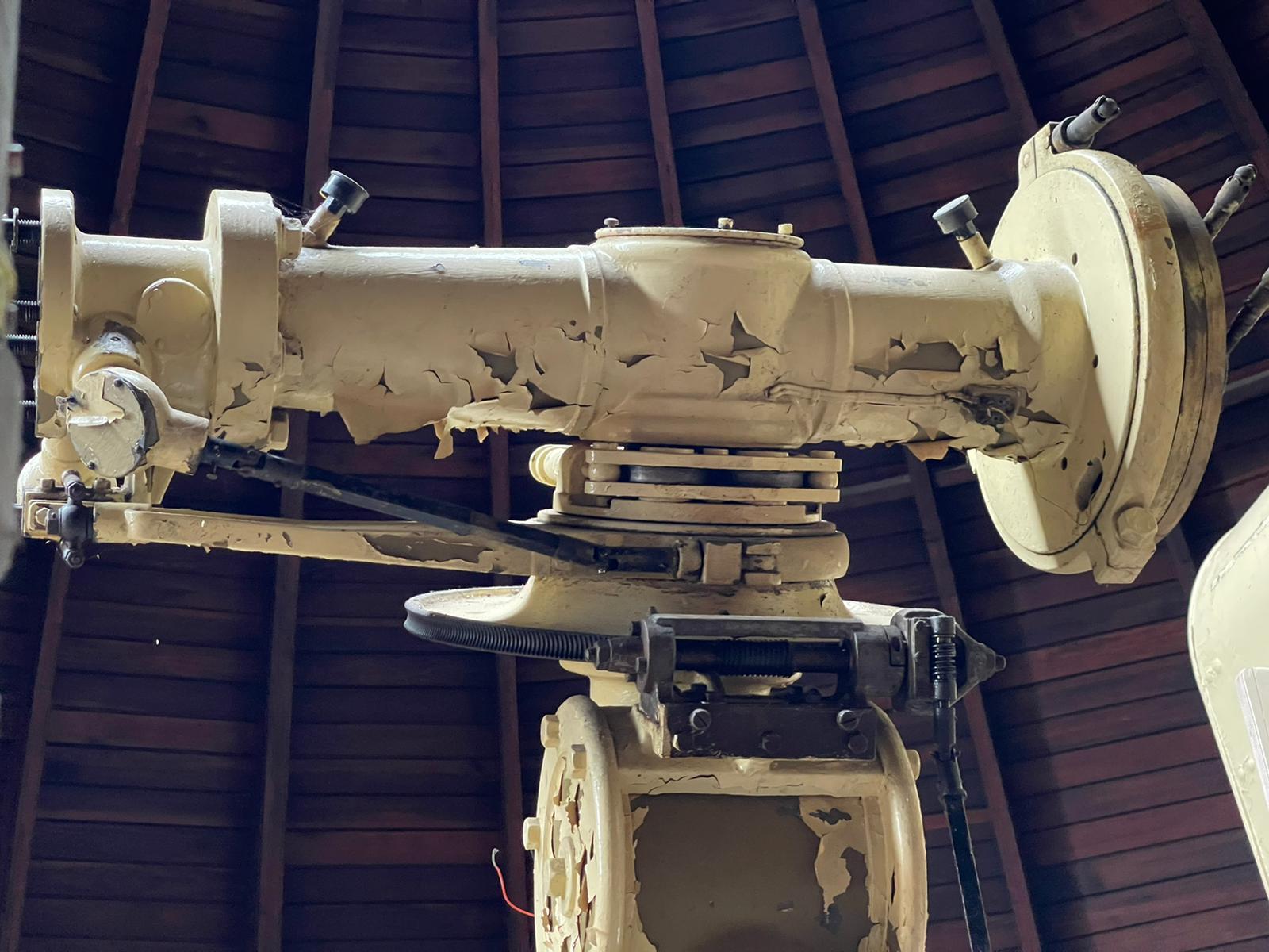 Stativfuß und inneres Teleskop-Verbindungs-Drehteil.