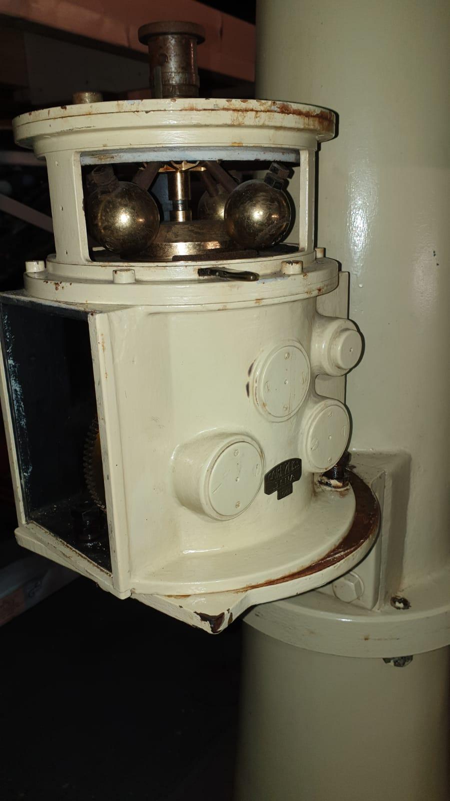 Getriebebox gelöst vom Stativfuß.
