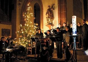 FOTO ANGELIKA SILBERBACH  Tief beeindruckt waren die Besucher des Projektkonzerts Kirchen(T)Raum der Gruppe Sing'n'Swing.