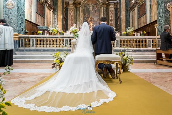 Gli sposi in chiesa, matrimonio a Roma