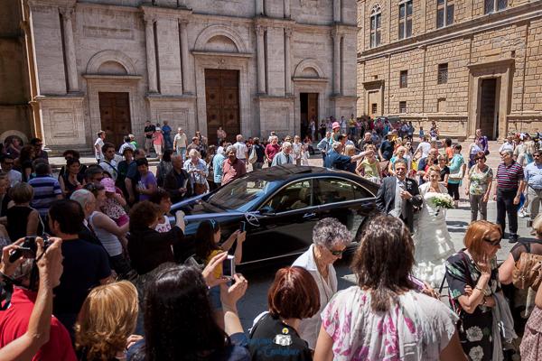 Arrivo della sposa al matrimonio in Val d'Orcia, Toscana