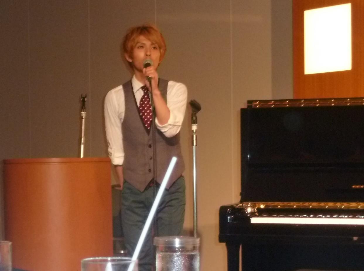 ピアニスト  平成12年卒 井高寛朗君