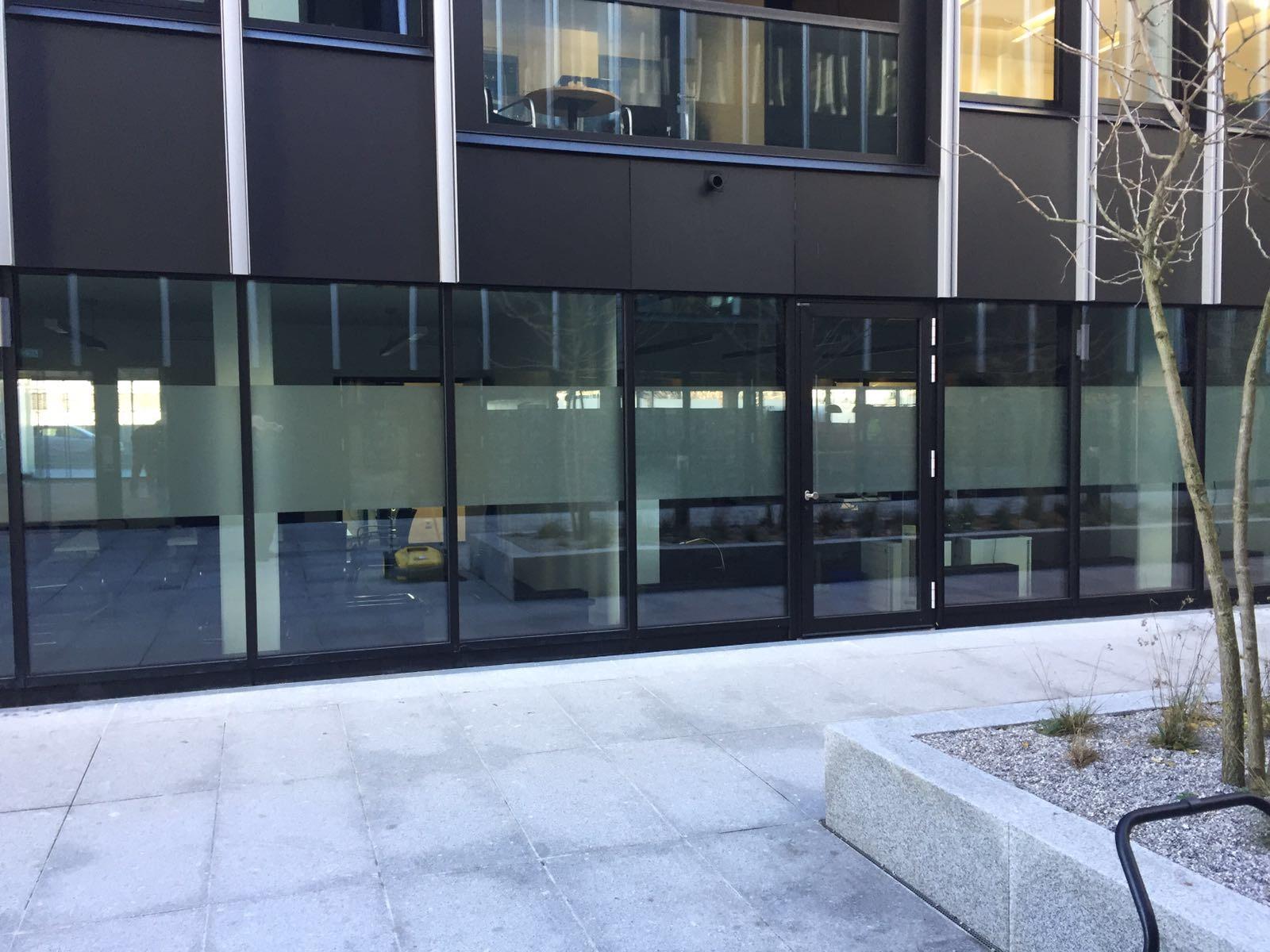 Blickschutz Milchglasfolie Glasfront