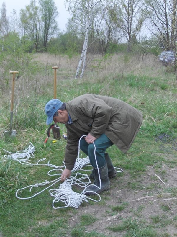 Joachim bei den Vorbereitungsarbeiten zur Gewässervermessung