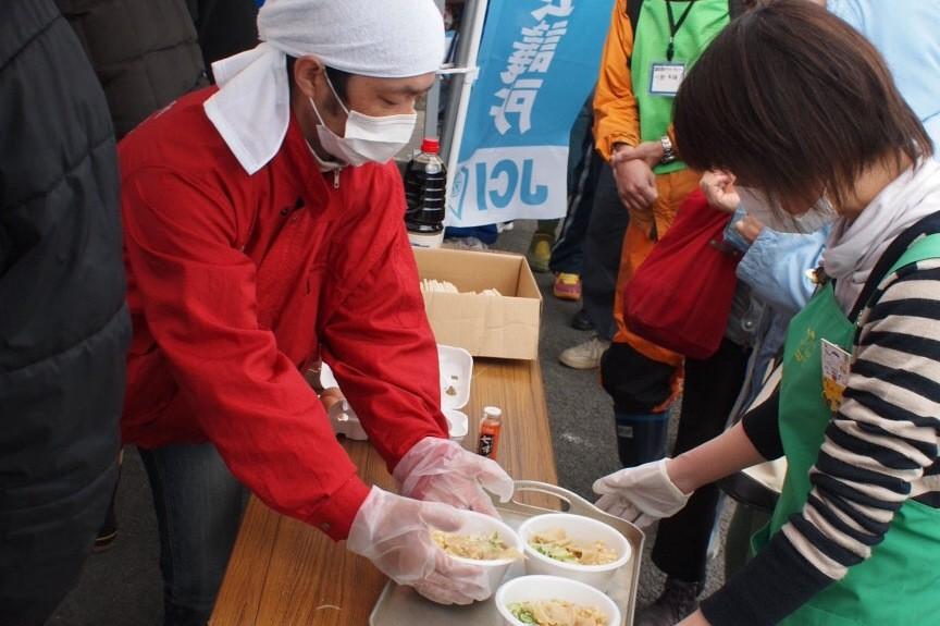 隣接するボランティアセンターとあわせて400食ほど提供しました