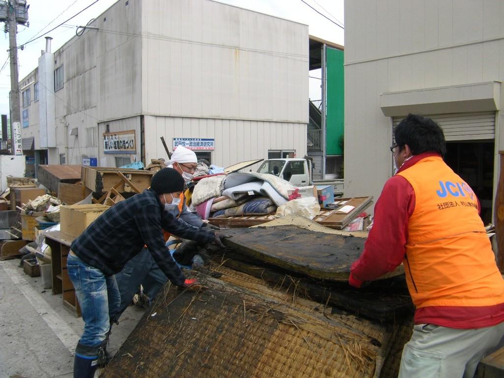 自動車・畳の撤去作業などを行いました