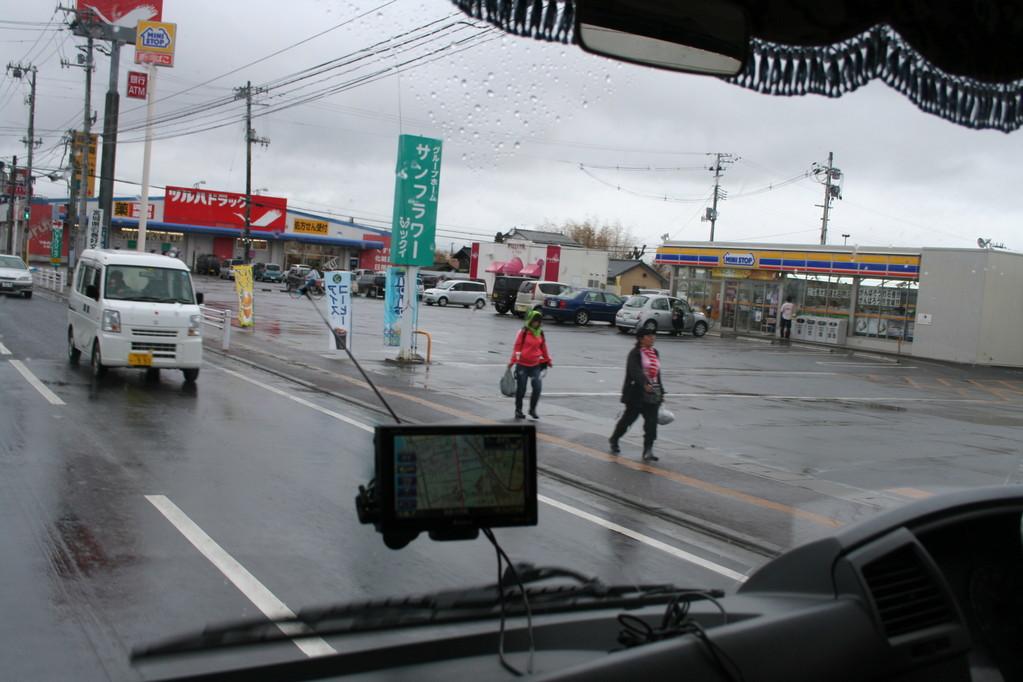 石巻市内の大通りもすっかりきれいになっていました