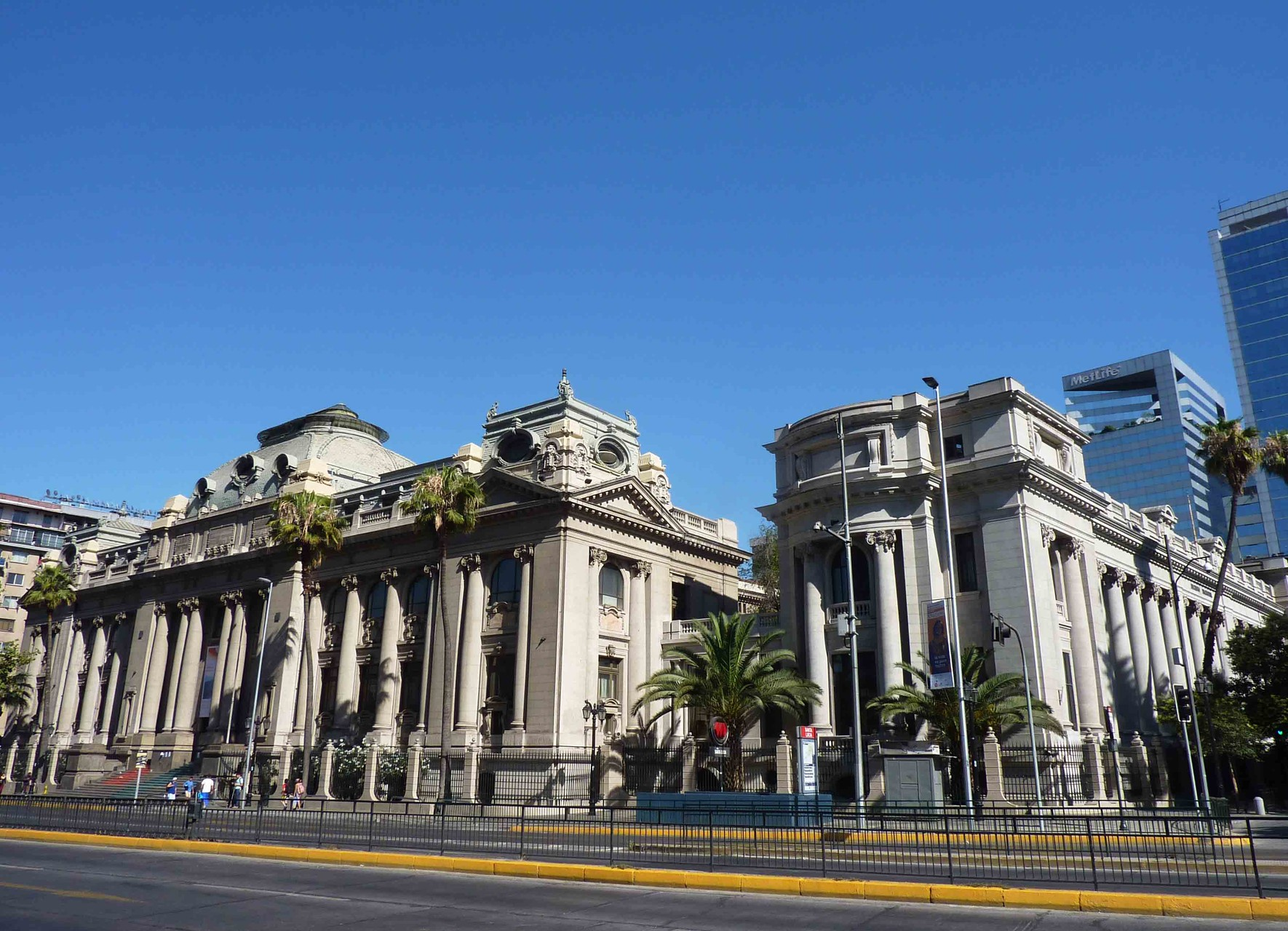Au pied du Cerro Santa Lucia, la Bibliothèque nationale du Chili