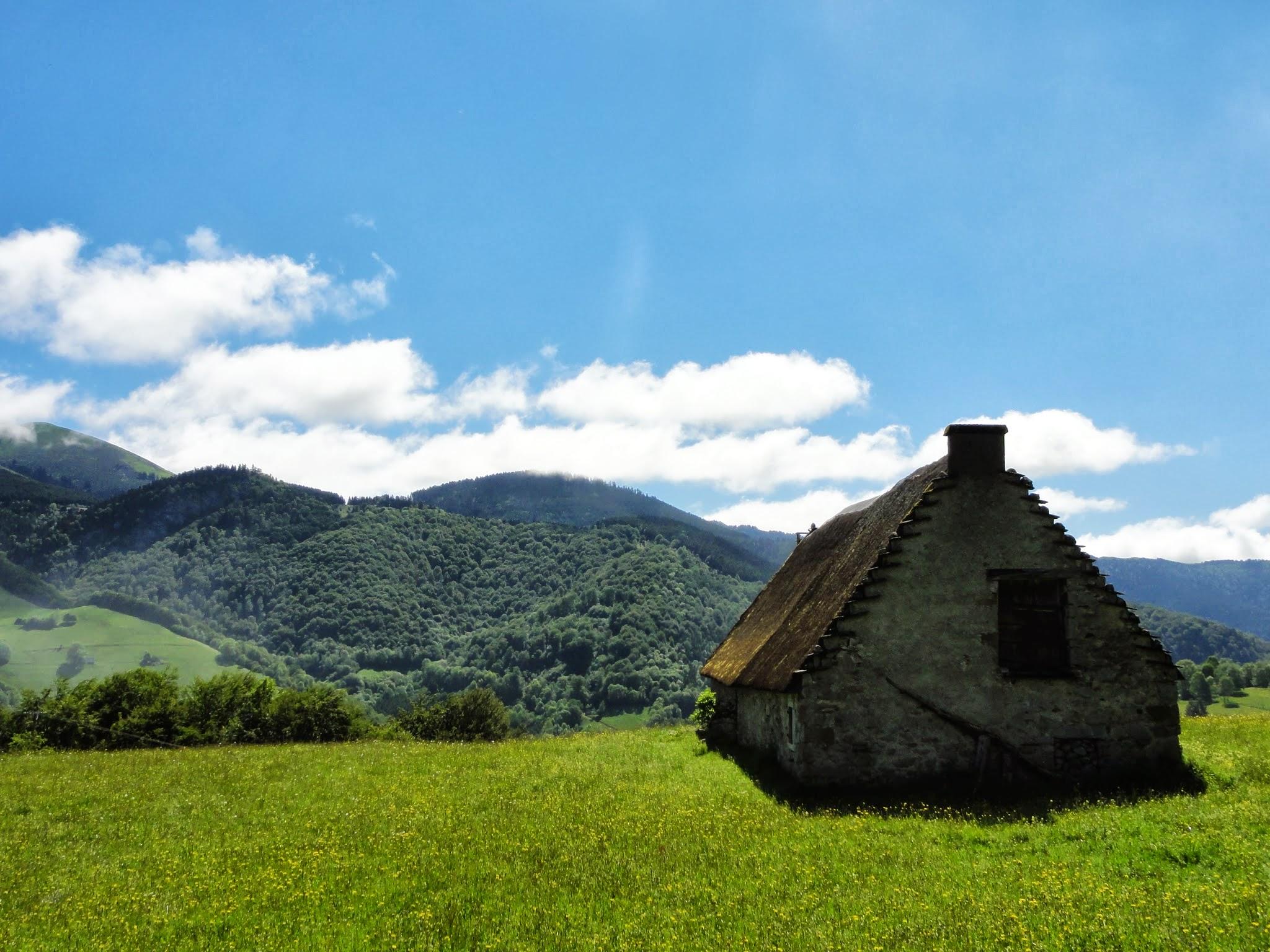 Vue du Sarrat de Gaye vers les soums qui dominent Payolle