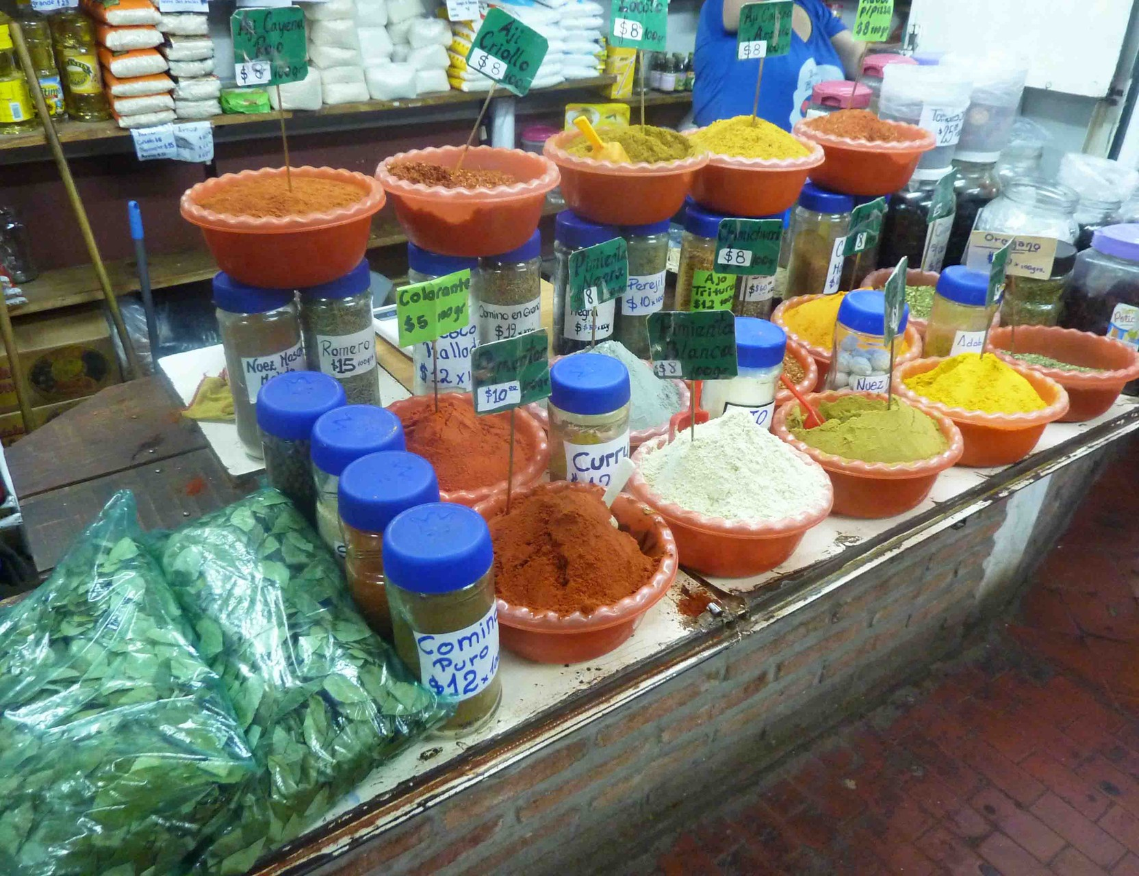Parfums, saveurs et couleurs dans les nombreux marchés de Salta