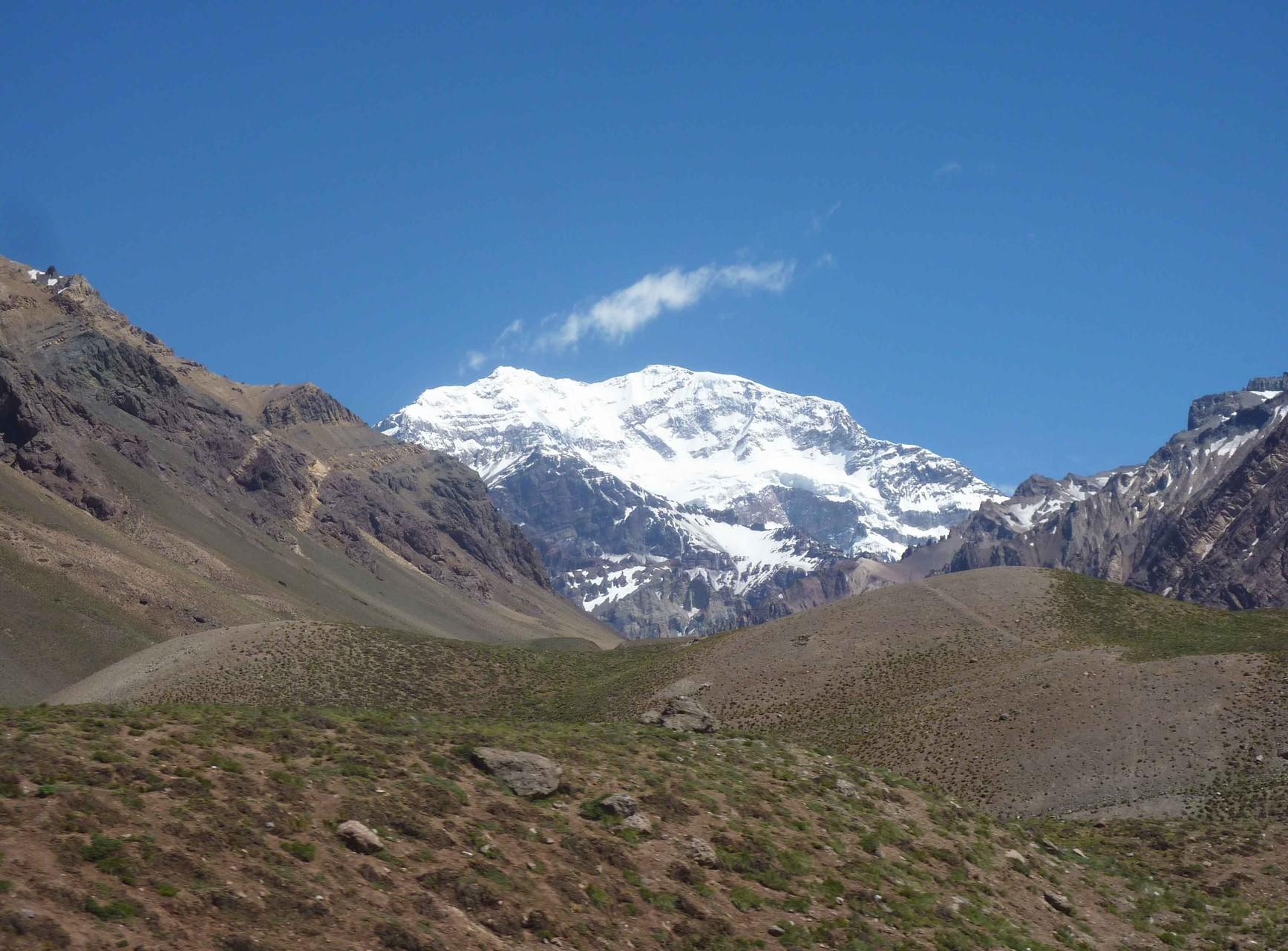 Au passage, vue sur la face sud de l'Aconcagua (6962 m) point culminant de l'Amérique du sud