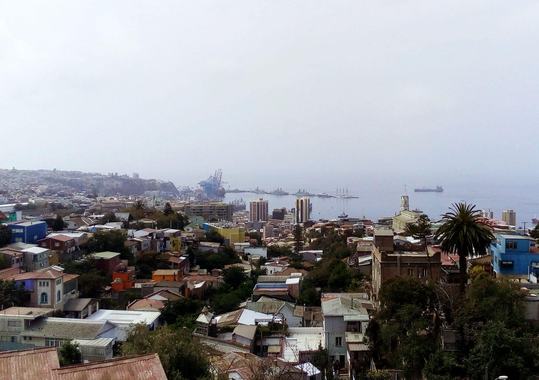 Le port et la ville vus depuis la Sebastiana, maison du poète Pablo Neruda