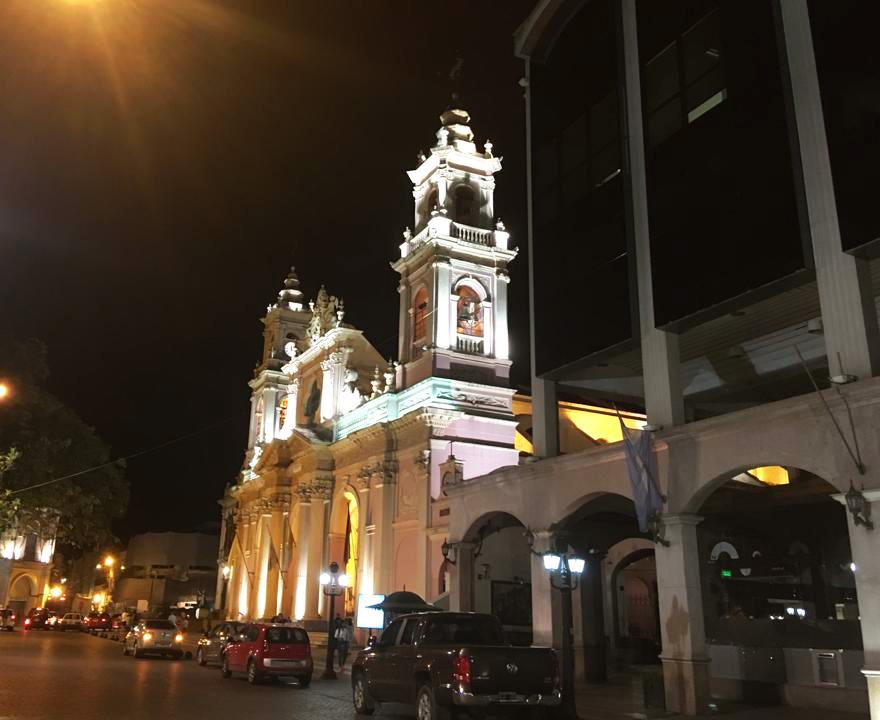 Cathédrale de Salta du XIXe siècle bâtie à l'emplacement du bâtiment précédent détruit par un séisme