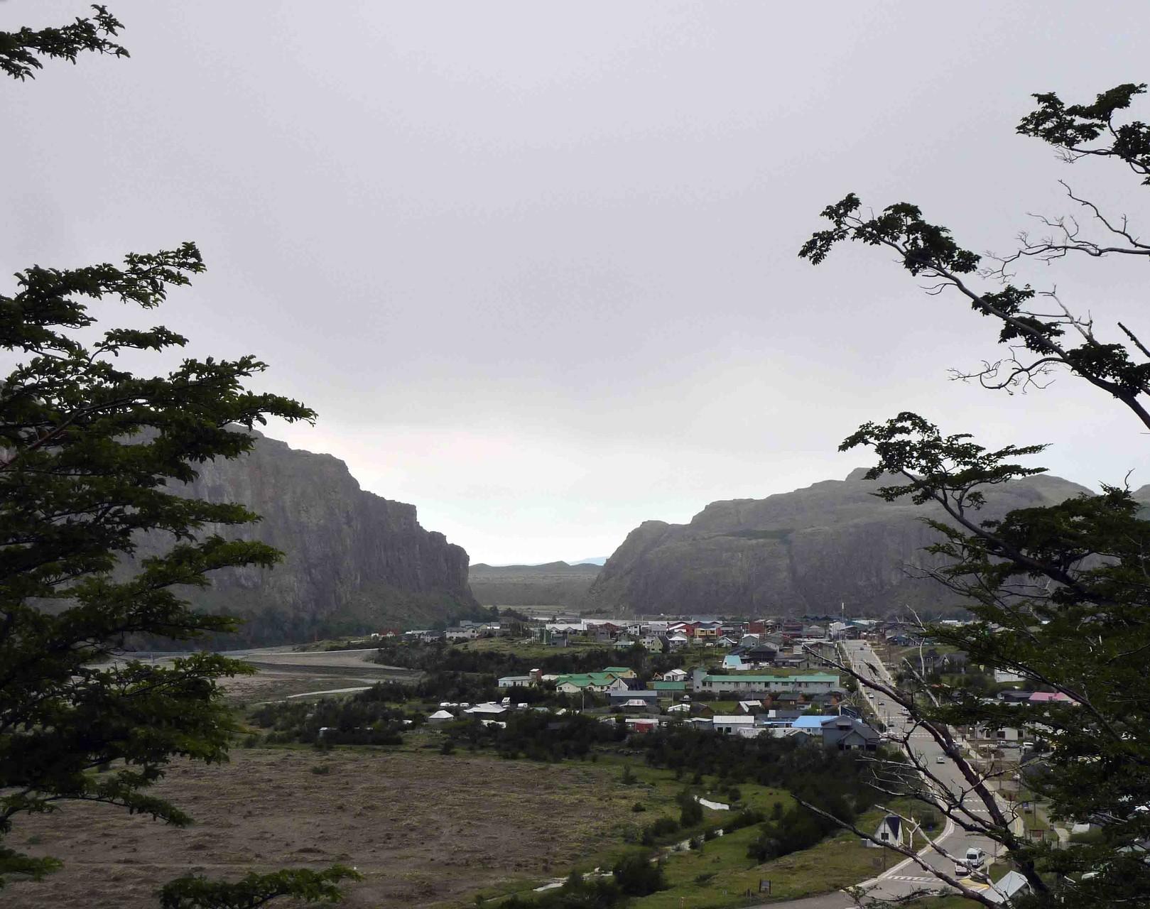 Au petit matin, le ciel est bien sombre sur El Chalten...