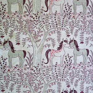 Lillestoff – Pferdeliebe (GOTS-zertifiziert)   Jersey 95% Baumwolle, 5% Elasthan   Graumeliert, mint, rot und braun
