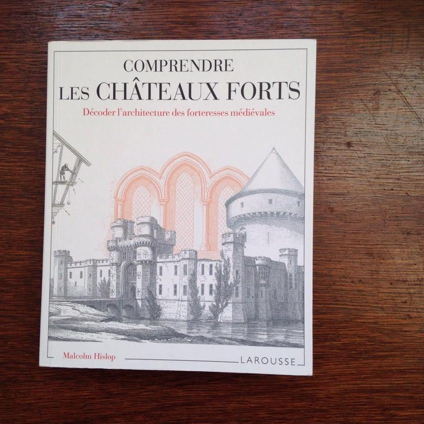 « Comprendre les châteaux forts, Décoder l'architecture des forteresses médiévales », Malcom Hislop - éditions Larousse