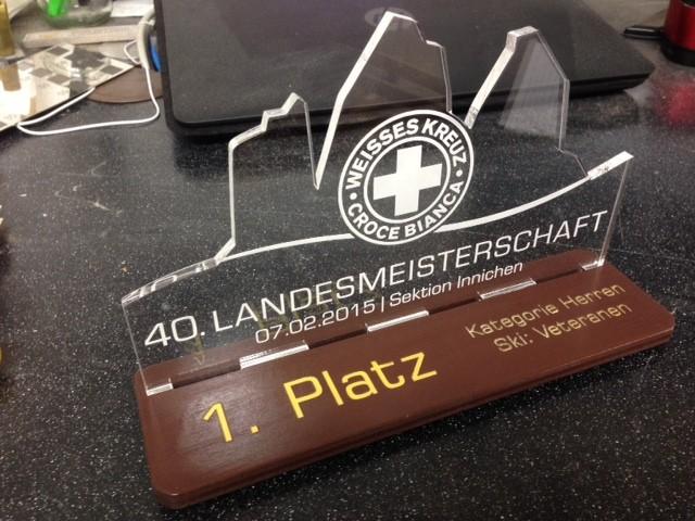 Bild: Trophy in Plexiglas und Holz