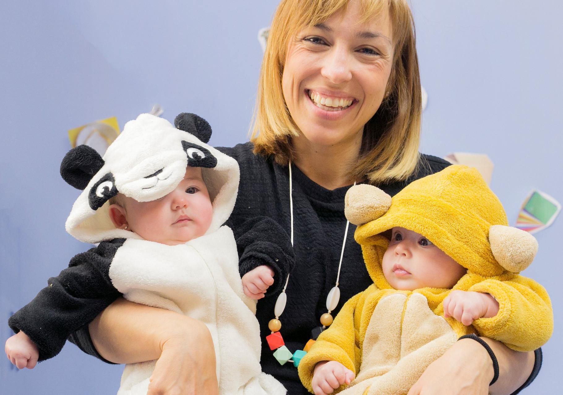 Sonia, con Berta (osito panda) y Rita (osito pardo)