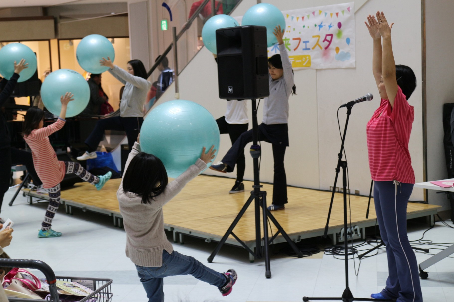 2015.03.01 おやこ未来フェスタでバランスボールレッスン開催!