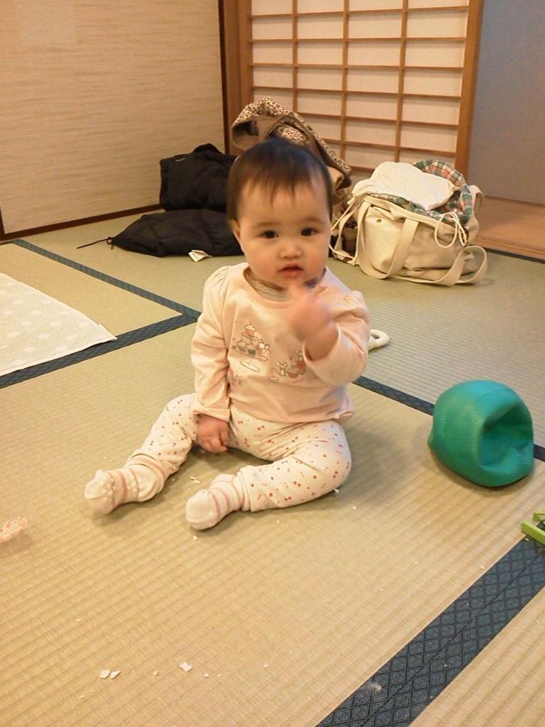2012年1月 みのりちゃん、ママがレッスンしてるのをずっとおりこうに待っててくれました。