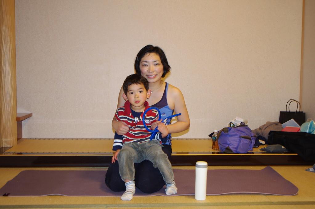 幼稚園入園直前、ずっと一緒にレッスン参加したさとと最後の記念撮影しました。嬉しいような淋しいような?