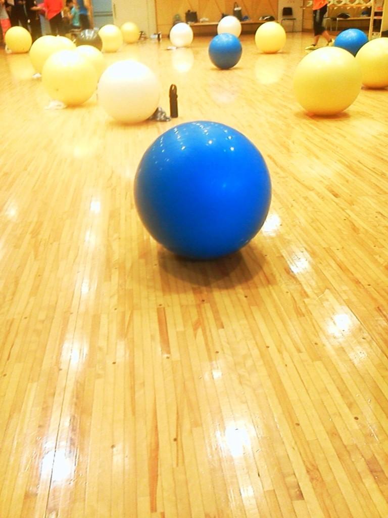 バランスボール講習会、ずっとボールと戯れるのですごい運動量でした。
