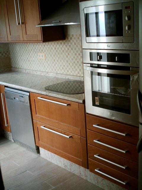 microondas y horno en columna