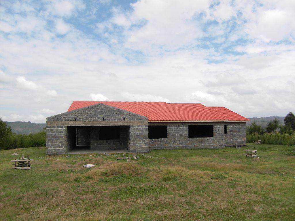 Die Hebammenstation - inzwischen mit Fenster und Türen kurz vor der Fertigstellung