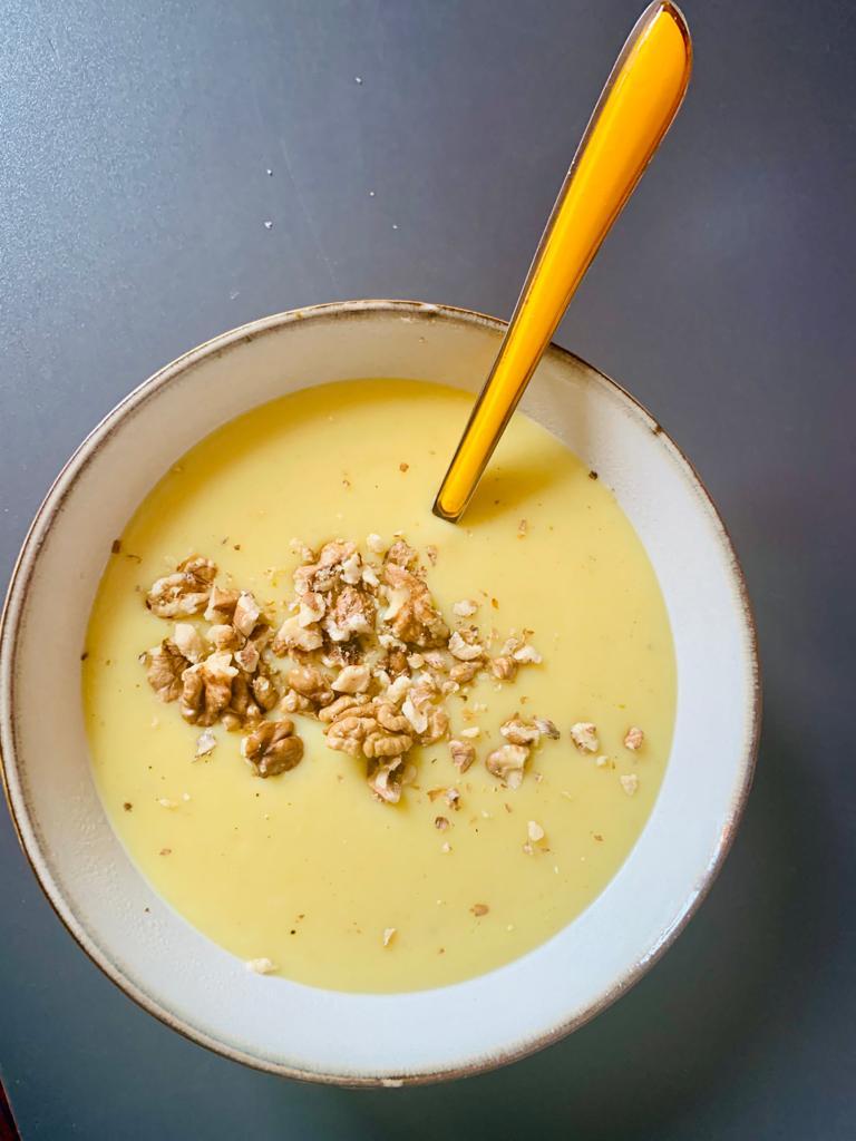 Blumenkohlsuppe mit Walnusscrunch