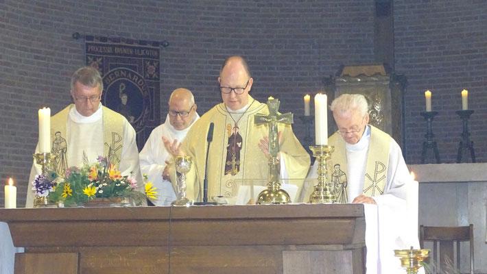 Bernardusoctaaf 2018 Abt Bernardus Hoofdcelebrant, pastoor Demmers, Diaken Gerrit Fennema en father Fons Geerts