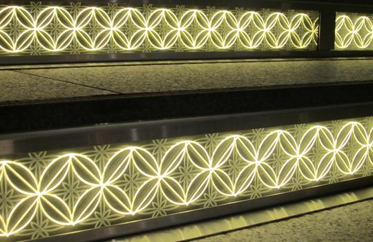 東京スカイツリータウン ハナミ坂-LED階段(江戸切子模様)