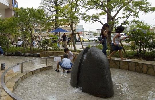 ららぽーと横浜 オブジェ 流れ