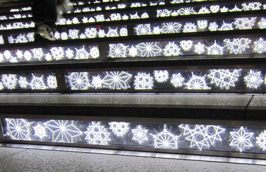 東京スカイツリータウン ソラミ坂-LED階段(雪の結晶模様)