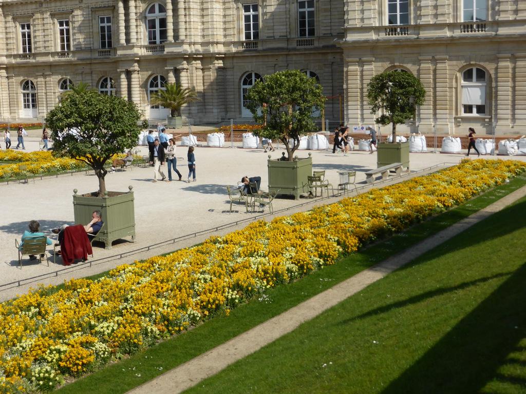 Der Palast mit den Blumenrabatten