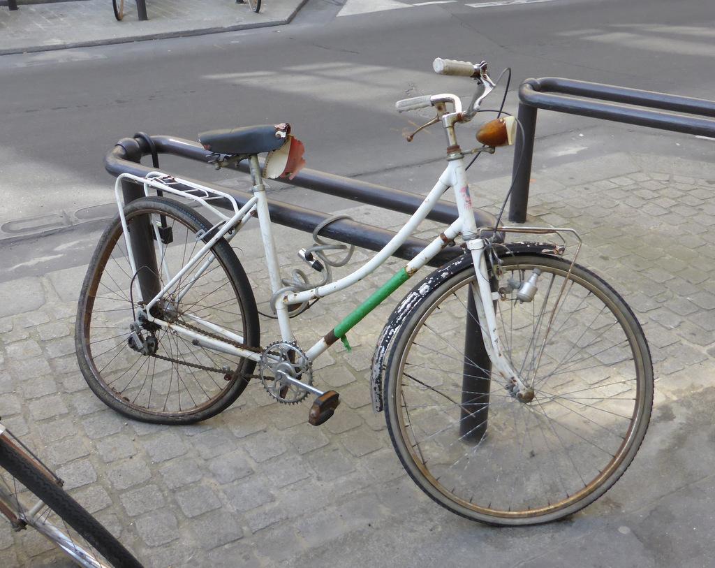 Rue de l'Odéon: Wenn das Rad schlimmer dran ist als der Fahrer