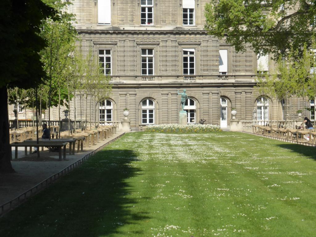 Auch dem Jardin du Luxembourg sind Massliebchen nicht zu gering
