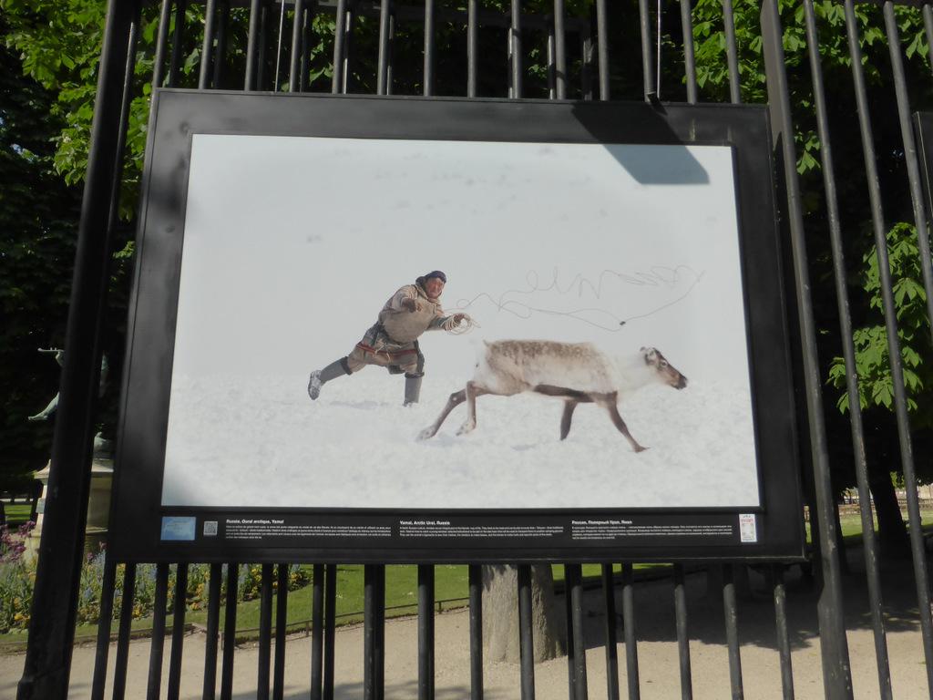 Fotoausstellung am Gitter des Jardin du Luxembourg (arktischer Ural)