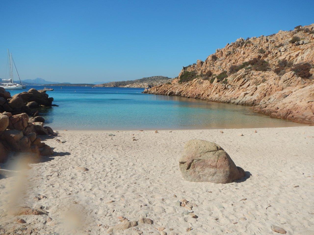 So geil und leer sieht man den Strand nur ganz früh am Morgen, bevor die Gummiboote kommen.