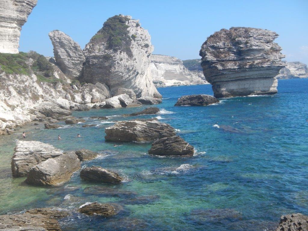 Die Küste von Korsika ist auch zum Schnorcheln und Segeln klasse.