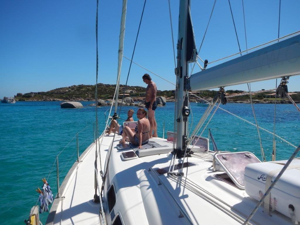 Aktivurlaub für Alleinreisende auf einer Segelyacht mitsegeln vor Sardinien