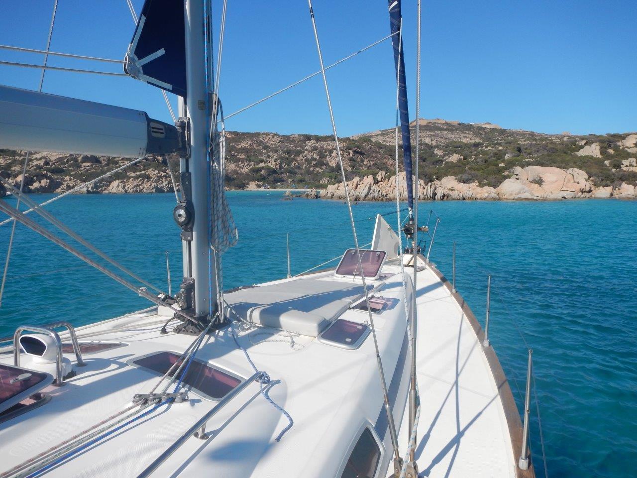 ... oder direkt von der Segelyacht ins Wasser springen